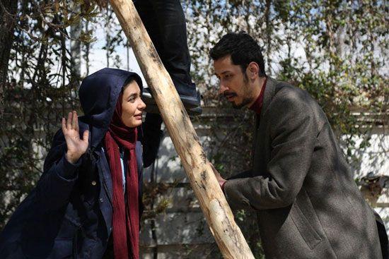 لیندا کیانی و بهرام افشاری در فیلم چشم و گوش بسته