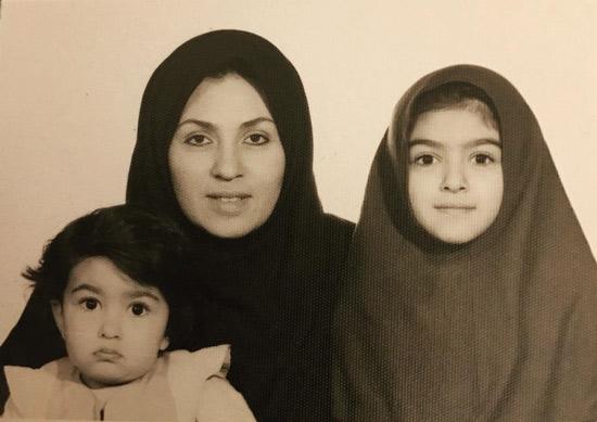 عکس کودکی الهام طهموری مادر و خواهرش افسانه
