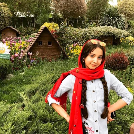 بیوگرافی روژان تقی زاده