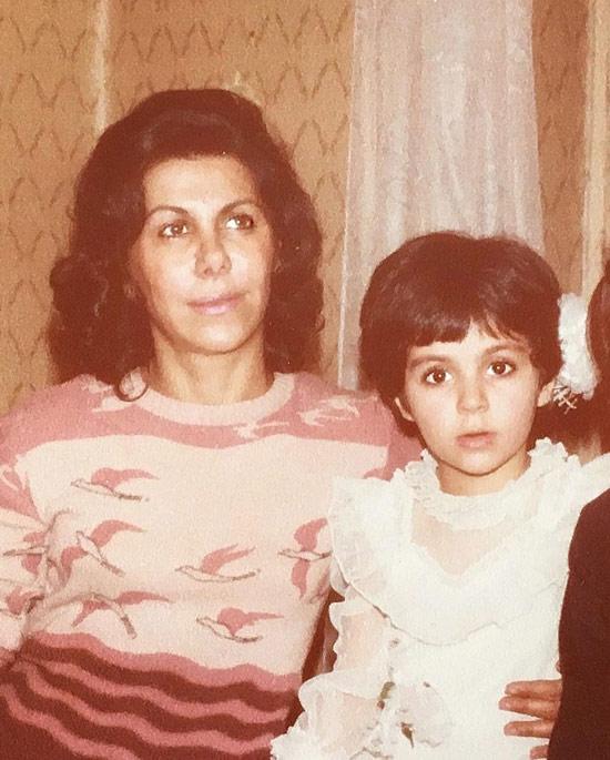 عکس کودکی شیوا ابراهیمی در کنار مادرش