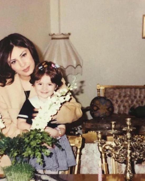 عکس قدیمی از دنیا دادرسان و مادرش