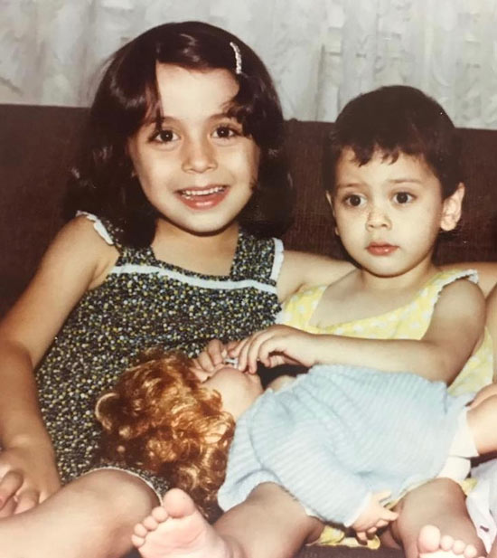 عکس کودکی مارال فرجاد و خواهرش مونا فرحاد